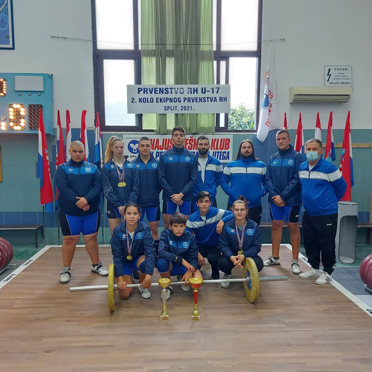 Sportska Hrvatska 24 ZLATA 3 BRONCE I 4 PEHARA i 5 REKORDA ZA VUKOVARCE
